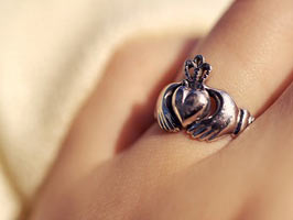claddagh-silver-ring-hand.jpg